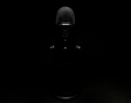 microphone-337743_640