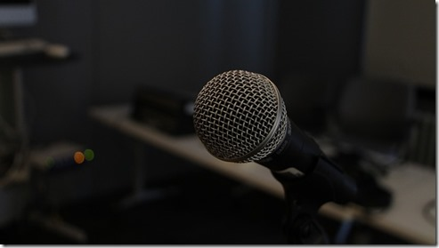microphone-354070_640
